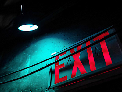 Escape Room mit Exit-Schild